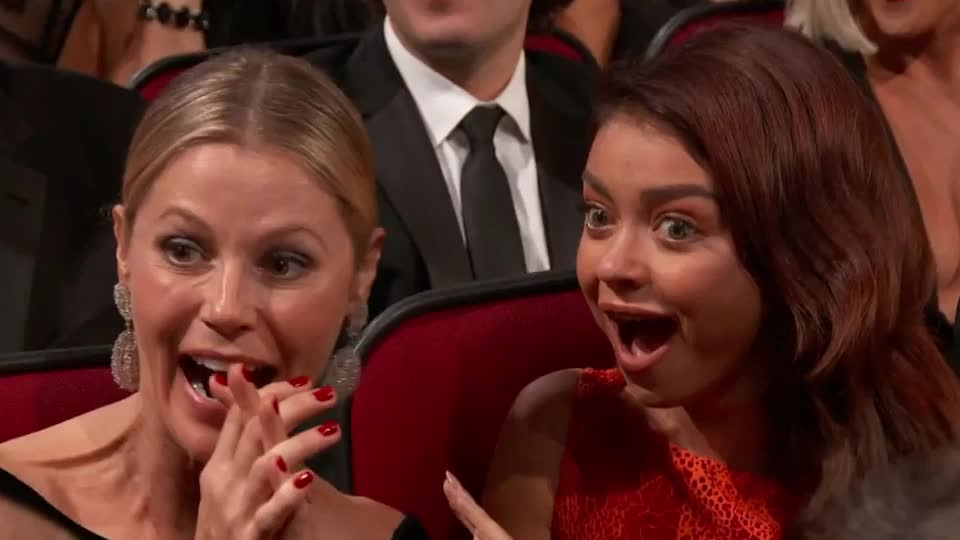 2017, emmys, family, funny, julie bowen, lol, modern, modern family, no, omg, sarah hyland, surprised, wait, way, what, Emmys 2017 GIFs