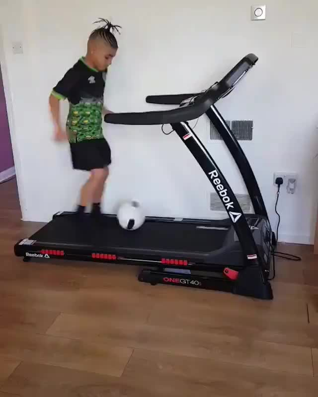 Watch and share Treadmill GIFs and Soccer GIFs by O-shi on Gfycat