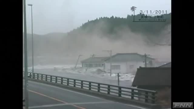 Watch and share Tsunami GIFs by RespectMyAuthoriteh on Gfycat
