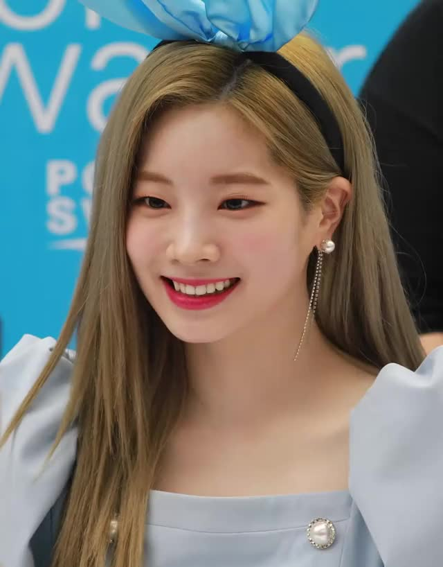Watch and share Dahyun GIFs and Pocari GIFs by Blueones on Gfycat