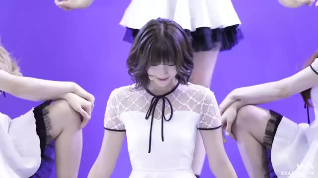 Watch and share 오마이걸 GIFs by 러블리즈 on Gfycat