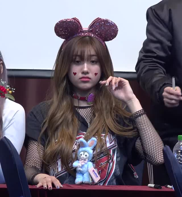 Watch and share [2] Aisha 190420 에버글로우(Everglow) 'Closing Comment' 4K 직캠(fancam) @Fansign 국제청소년센터 GIFs by Mecha熊 ✔️  on Gfycat