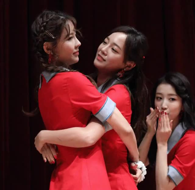Watch and share Gugudan - Nayoung X Sejeong GIFs by Dang_itt on Gfycat