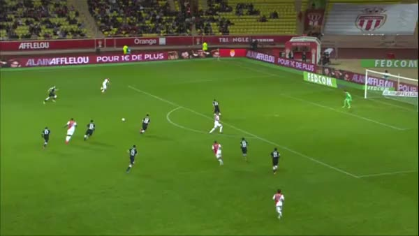 Watch and share Great Block By Da Silva Againt Berbatov GIFs by anasie10 on Gfycat