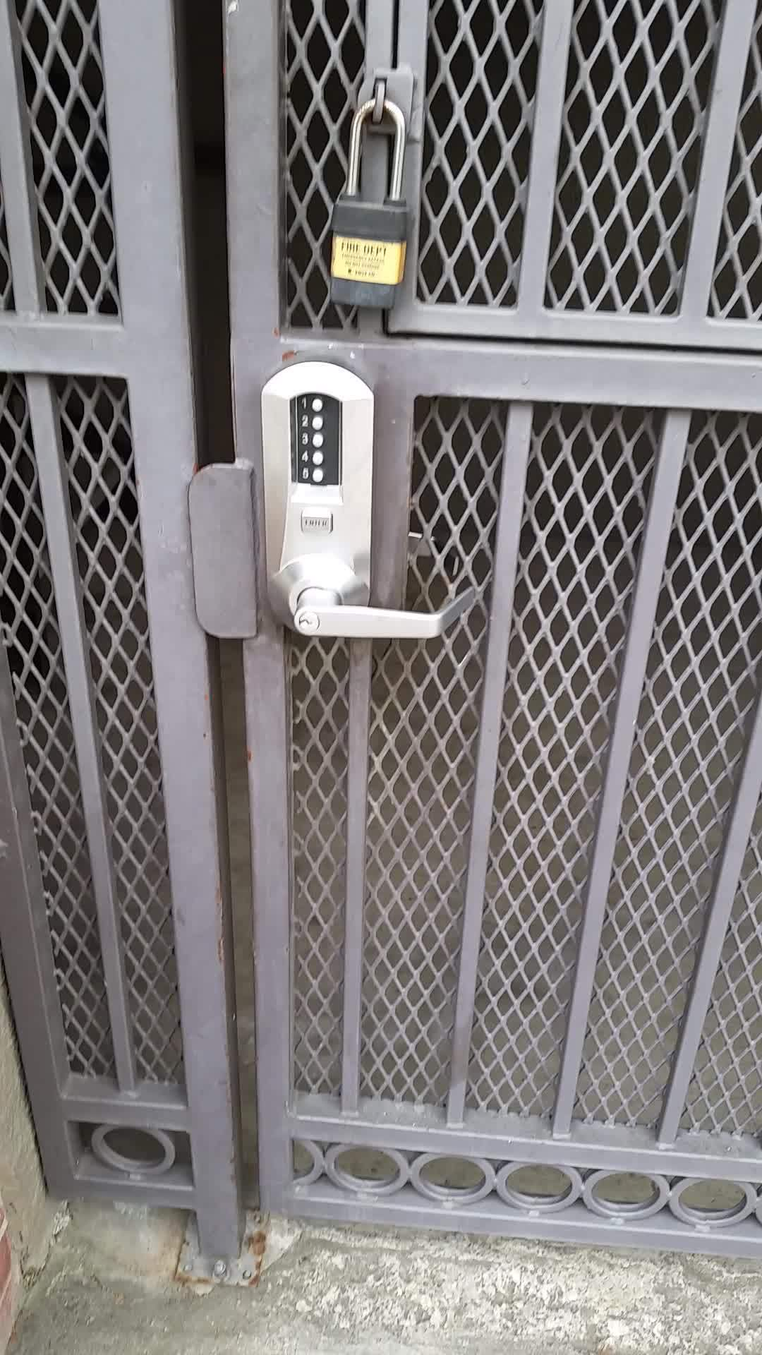 crappydesign, Knowing the gate code is just a suggestion. GIFs