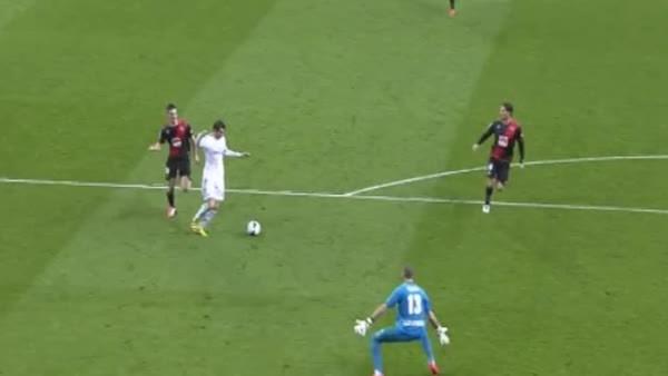 soccer, Gareth Bale epic 1-on-1 with goalkeeper (reddit) GIFs
