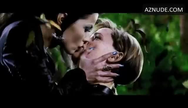 Jennifer Lesbian Scene