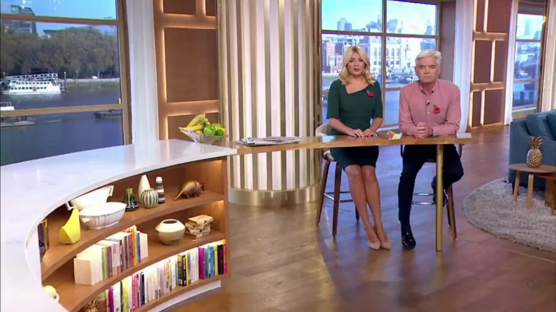 holly willoughby green dress, holly willoughby legs, thehollywilloughby, Holly Willoughby: Sexy Tight Green Dress GIFs