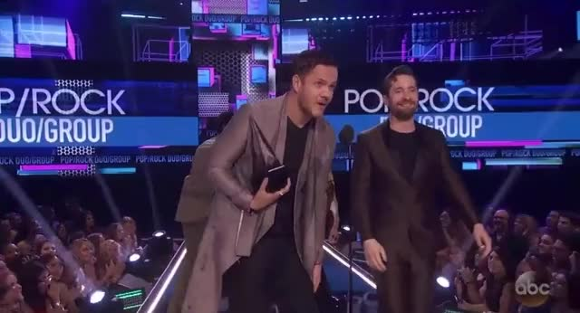 Watch this imagine dragons GIF by GIF Reactions (@visualecho) on Gfycat. Discover more AMAs, AMAs2017, American Music Awards, American Music Awards 2017, AmericanMusicAwards, amas, amas2017, american music awards, american music awards 2017, americanmusicawards, imagine dragons, music GIFs on Gfycat