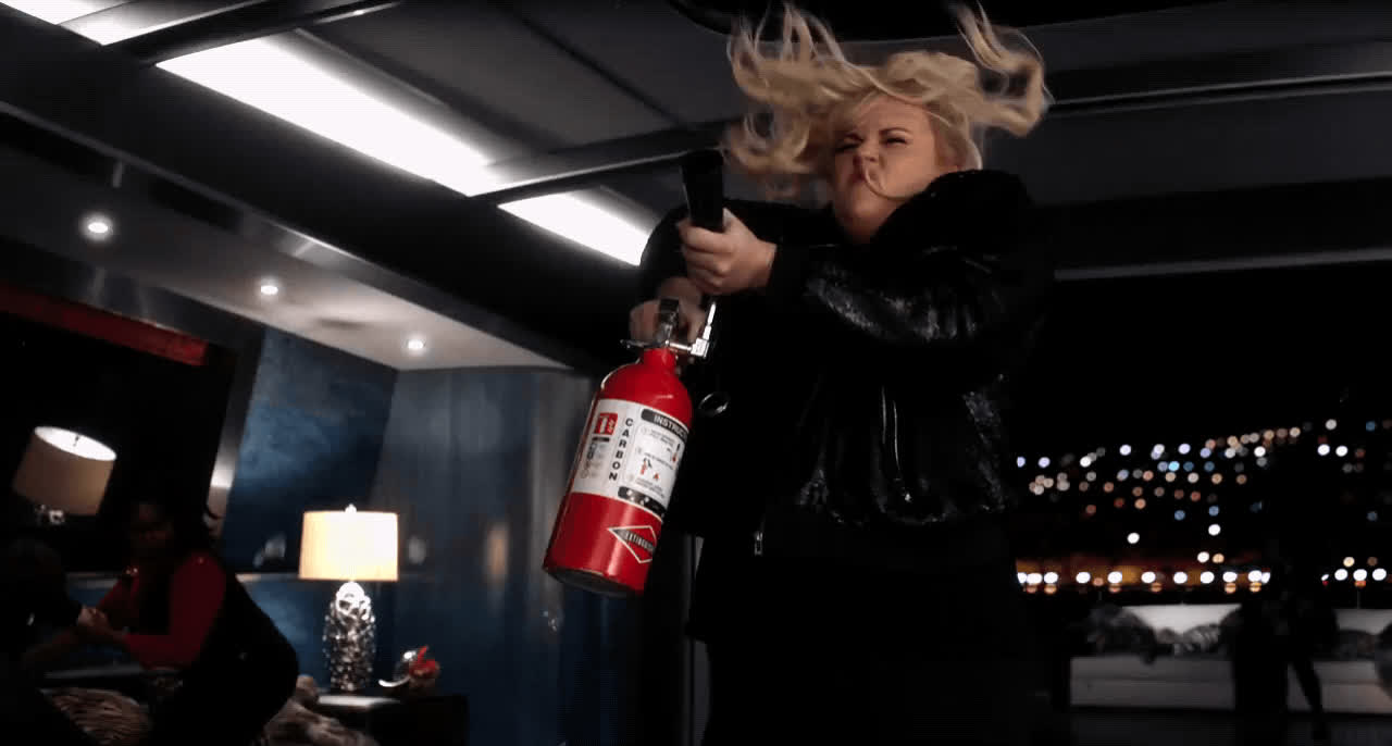 fire extinguisher, funny, pitch perfect 3, rebel wilson, Rebel Wilson - Pitch Perfect 3 GIFs