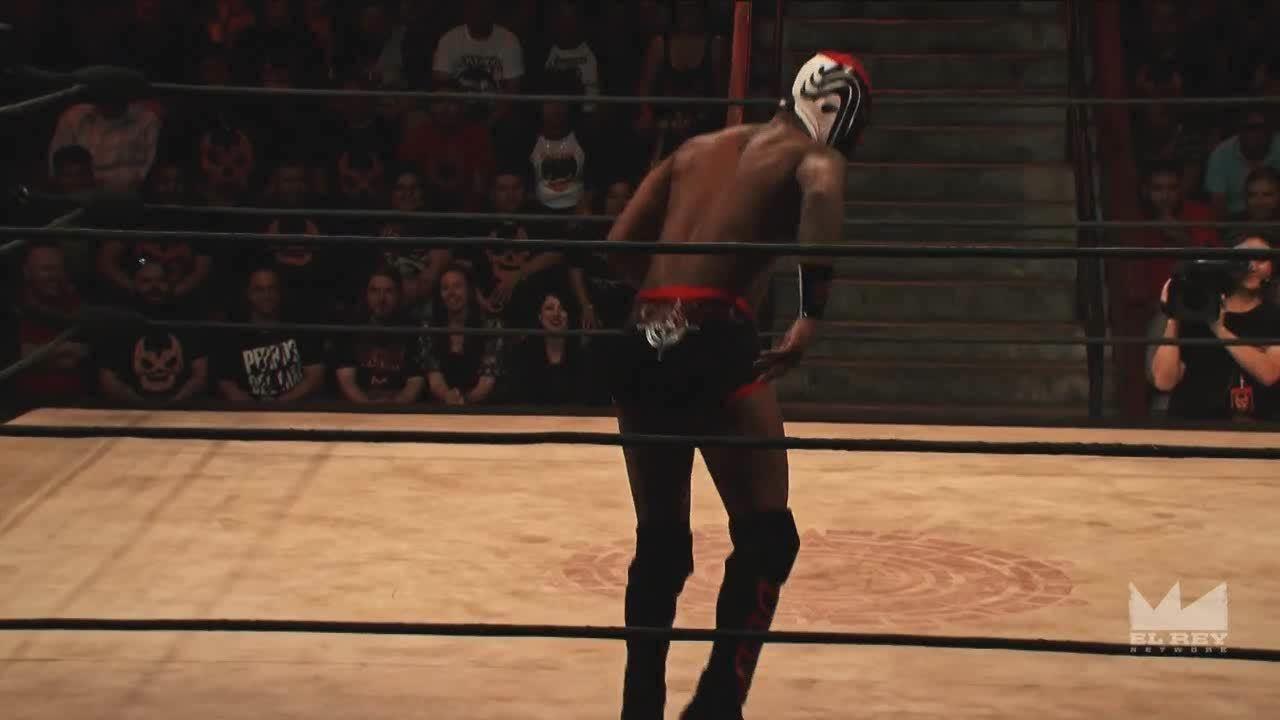 LuchaUnderground, luchaunderground, Lucha Underground - Killshot backflips over the top rope! GIFs