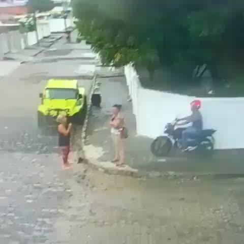 Watch A tia da vassoura botou o ladrão pra correr. GIF by Ah Negão (@ahnegao) on Gfycat. Discover more related GIFs on Gfycat