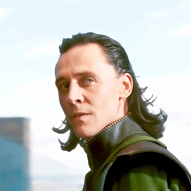 Watch and share Tom Hiddleston GIFs and Avengers GIFs by @maryxglz on Gfycat