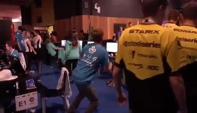 Flashbang dance avec n0thing - ESWC 2014