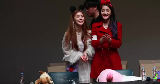 Watch 190301 여자아이들 미연 민니 GIF by Jae (@jaeison) on Gfycat. Discover more (G)I-DLE, IDLE, Minnie, Miyeon GIFs on Gfycat