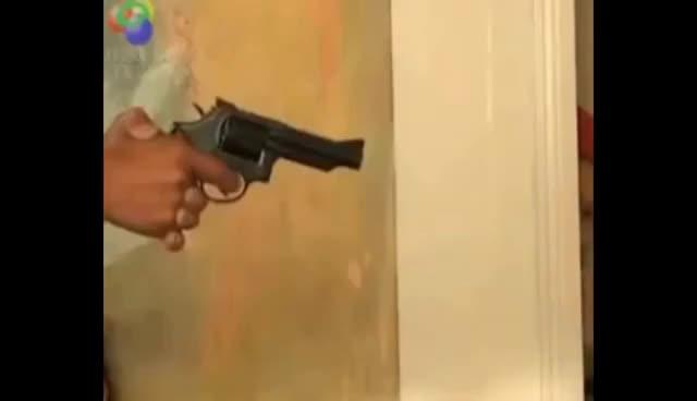 Watch and share Ai - Mulher Com Tiro Na Cabeça GIFs on Gfycat