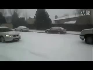 Watch autos patinando sobre nieve_xvid.avi GIF on Gfycat. Discover more Nieve, autos, patinando, sobre, xvid GIFs on Gfycat