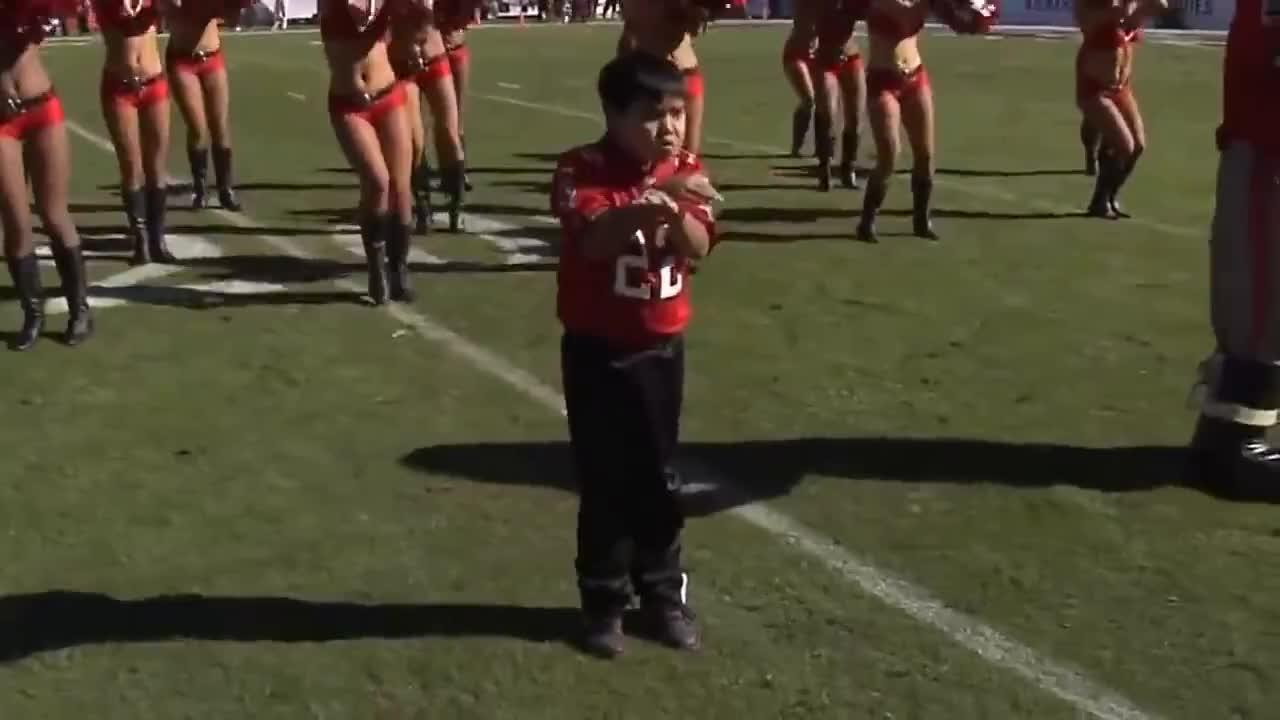 Bottger, Cheerleaders, Tampa, buccaneers, dancing, dougie, nfl, Kid dances with Tampa Bay Buccaneers Cheerleaders .mp4 GIFs