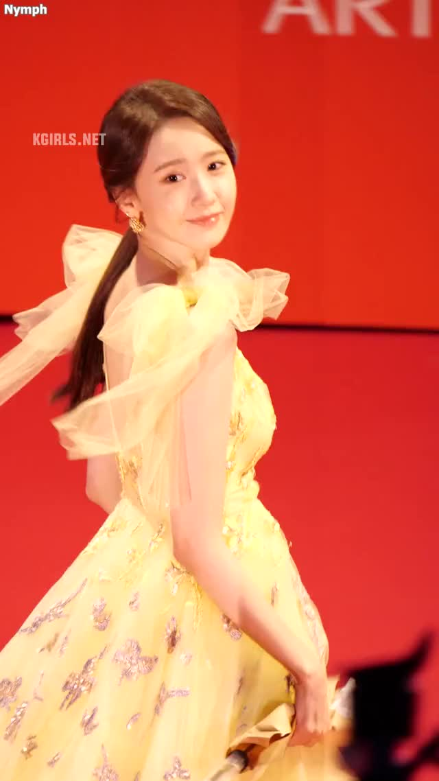 Watch and share Yoona-SNSD-191003 BIFF-5-www.kgirls.net GIFs by KGIRLS on Gfycat