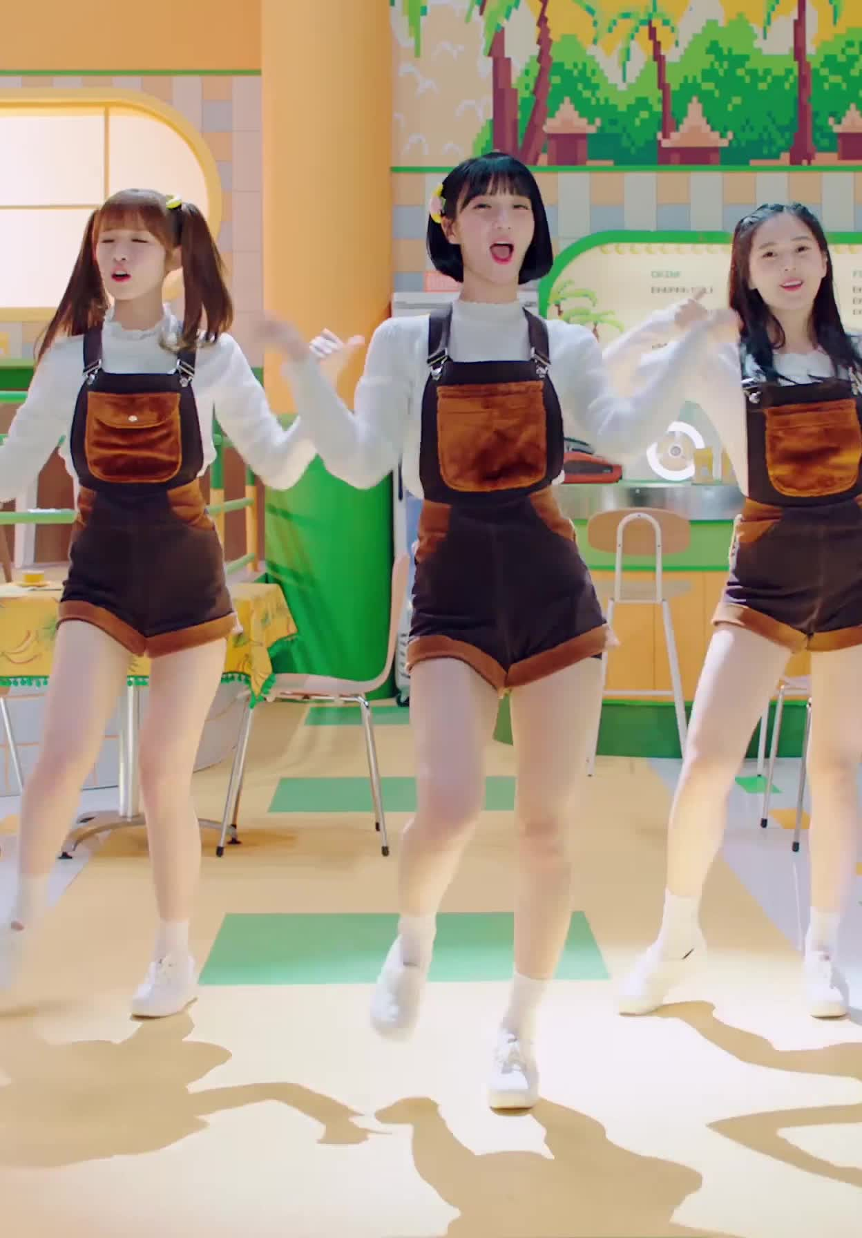 [MV] OH MY GIRL BANHANA(오마이걸 반하나) Banana allergy monkey 3 GIFs