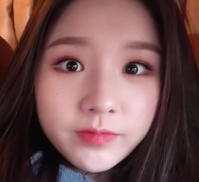 Watch and share Heejin GIFs and Loona GIFs by The Bakery on Gfycat