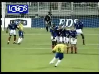 Watch golazo GIF on Gfycat. Discover more Roberto, brasil, carlos, francia, goal, libre, mejor, tiro GIFs on Gfycat