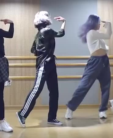 Watch and share Mimi (OH MY GIRL) 살짝 설렜어 (Nonstop) Dance Practice Video-3 GIFs by swachu on Gfycat