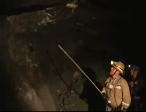 Watch Seguridad Minera - Desprendimiento de Roca GIF on Gfycat. Discover more All Tags, Consorcio, Mina, accidente, horizonte, minera, minero, seguridad, subterranea GIFs on Gfycat