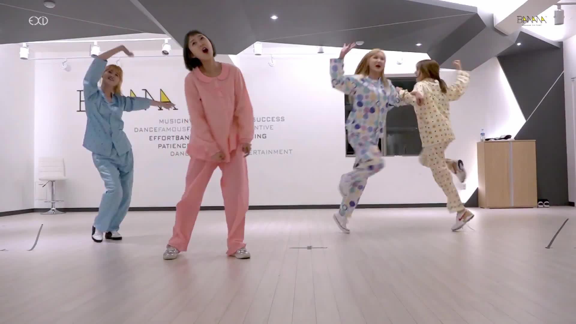 EXID quậy tưng với  'Bá mế' version đồ ngủ, FNC khẳng định ChoA không rời AOA
