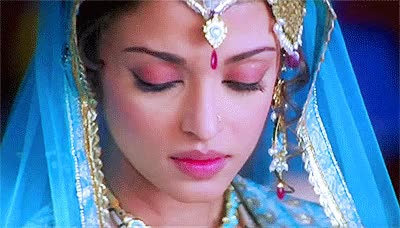 indian actress Aishwarya Rai as courtesan Umrao Jaan in eponymous film