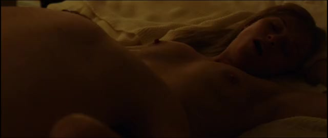 this entire scene with Reese Witherspoon is sexy but when that babe sucks that finger.... DAMN!