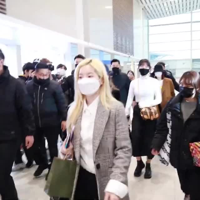 Watch and share 200221 TWICE DEPARTURE TO JAPAN DUBU 2 GIFs by Breado on Gfycat