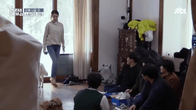 Lấy cớ giúp việc, Yoona đại náo nhà trọ của Lee Hyori bằng loạt vũ đạo kinh điển của SNSD ảnh 6