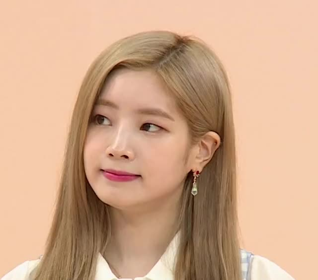 Watch and share Head Nod GIFs and Dahyun GIFs by dub on Gfycat