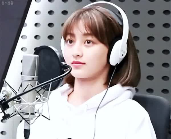 Watch and share Jihyo-20191105-225131-000 GIFs on Gfycat