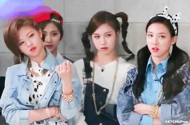 Watch and share 16EP02 (37) Iljin Jeongyeon Nayeon Mina Tzuyu GIFs by ketchupnim 케첩님 on Gfycat