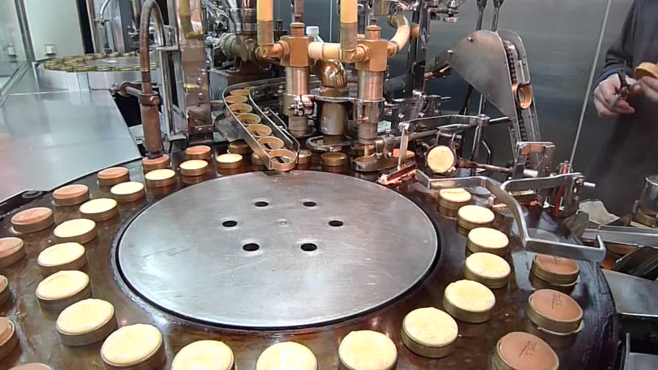 baking, cake, cooking, japan, kyoto, machine, Awesome cake baking machine GIFs
