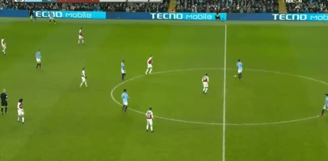 Watch and share Kyle Walker Long Pass Vs Arsenal 18-19 GIFs by FIFPRO Stats on Gfycat