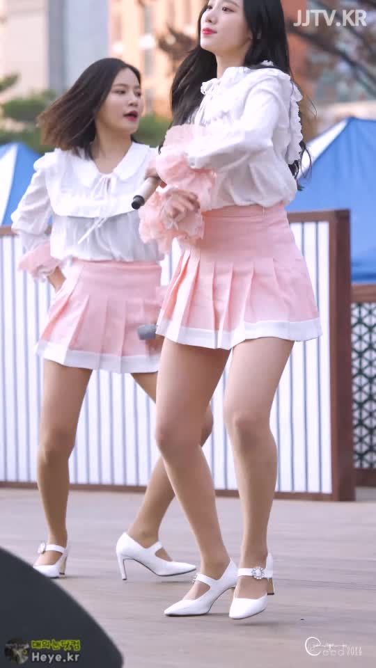 Watch and share Berrygood GIFs and Johyeon GIFs by 매의눈닷컴(▶heye.kr) on Gfycat