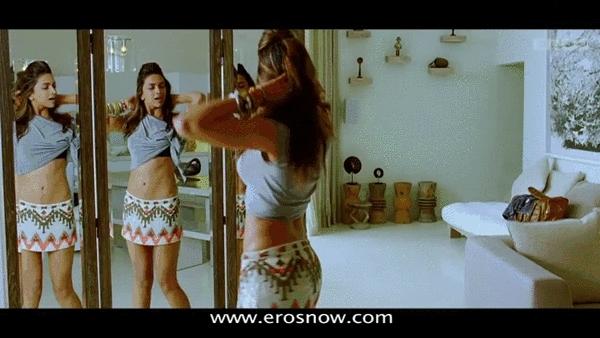 DeepikaPadukone, indiancelebs, Deepika Padukone shaking her booty(X-post /r/indiancelebs) (reddit) GIFs