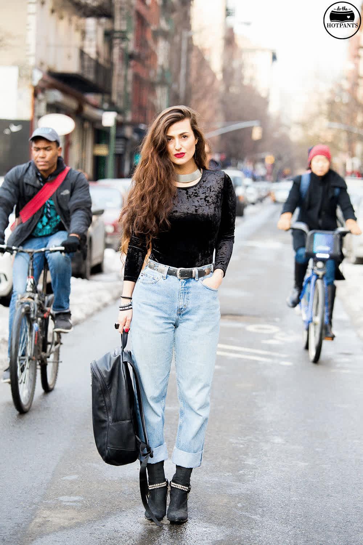 73c26ae910 Do The Hotpants Dana Suchow Streetstyle Winter NYC Gif Boyfriend Jeans GIF