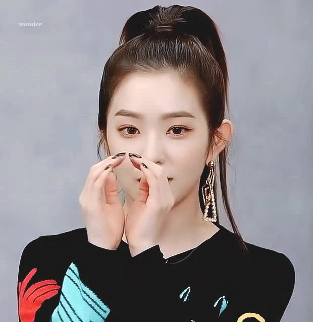 Watch and share Korean Girl GIFs and Kpop GIFs by 이상형월드컵-supercup on Gfycat