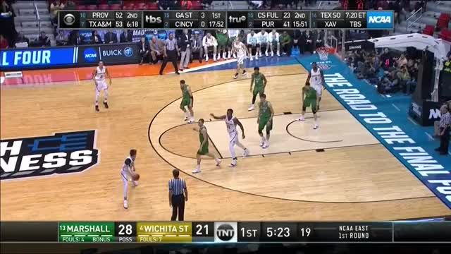 Watch Reaves PNR Passing GIF by @umhoops on Gfycat. Discover more basketball GIFs on Gfycat