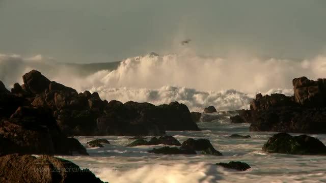 Relaxing Ocean Waves Crashing on Rocks - 1 hour- peaceful music