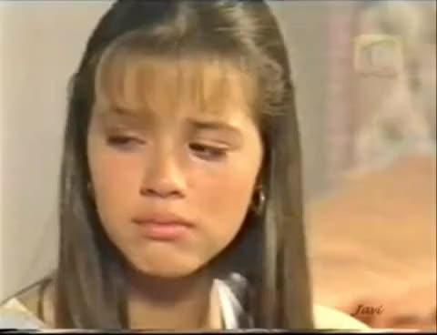 """Watch """"María, la del barrio"""" (1995) - Soraya tortura a Alicia con unas tarántulas (Parte 2/2) GIF on Gfycat. Discover more related GIFs on Gfycat"""