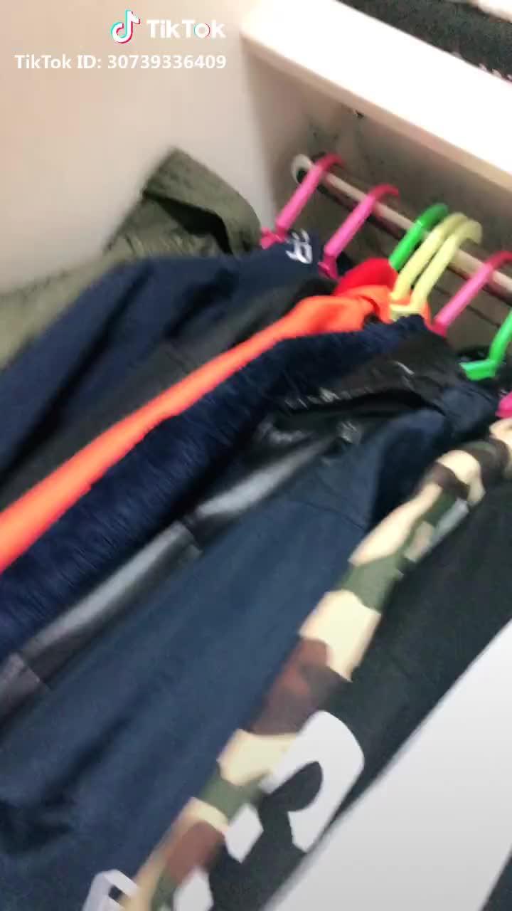 中学生の私服🌹🛍インスタメインでやっているんで是非見てみて下さい🙏🌈。 #ファッション #秋冬コーデ #フリーズチャレンジ #マルチスクリーン #有名になりたい #ポーズシャッター GIFs