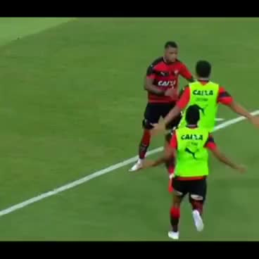 Watch and share Dancinha Do Mito Marinho Após Gol Contra Fluminense - Fluminense 2x2 Vitória GIFs on Gfycat