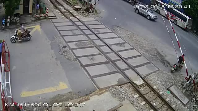 Watch and share Bus Crashes Into Railroad Gate And Nearly Impales Passengers GIFs by timmy6169 on Gfycat