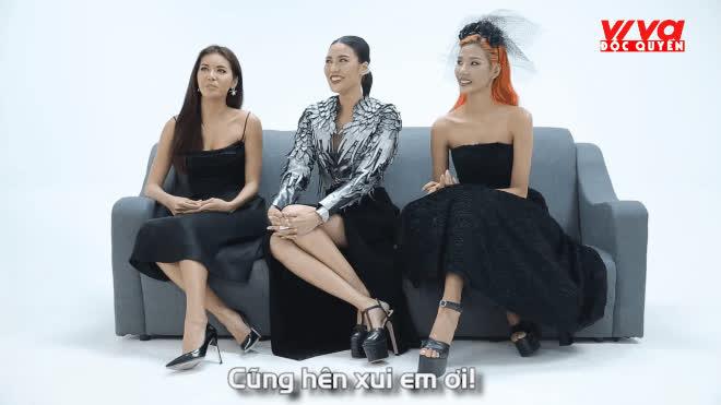 Chỉ với 30s, bạn sẽ thấy bộ ba HLV The Face Việt Nam 2017 chẳng hiền lành gì đâu!