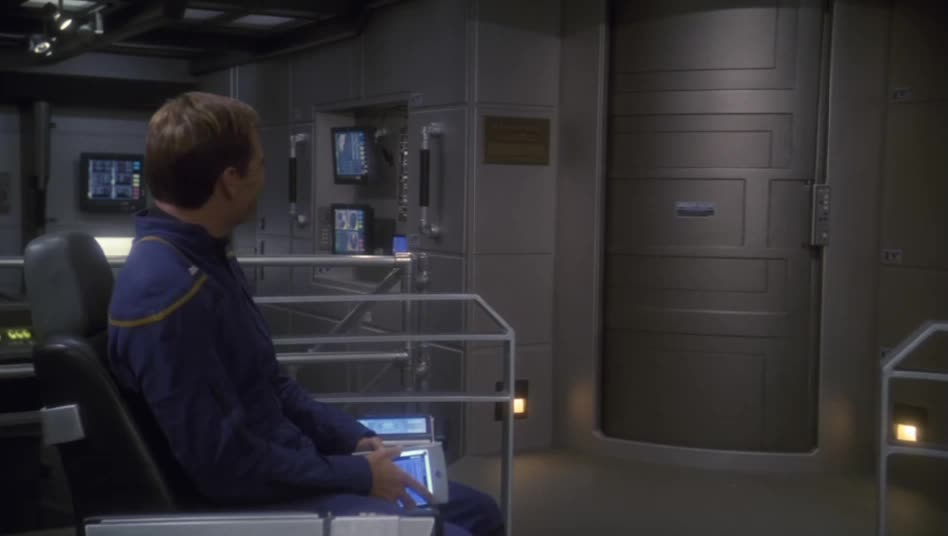 star trek, star trek: enterprise, thumbs up, When I find the post I forgot to upvote earlier GIFs